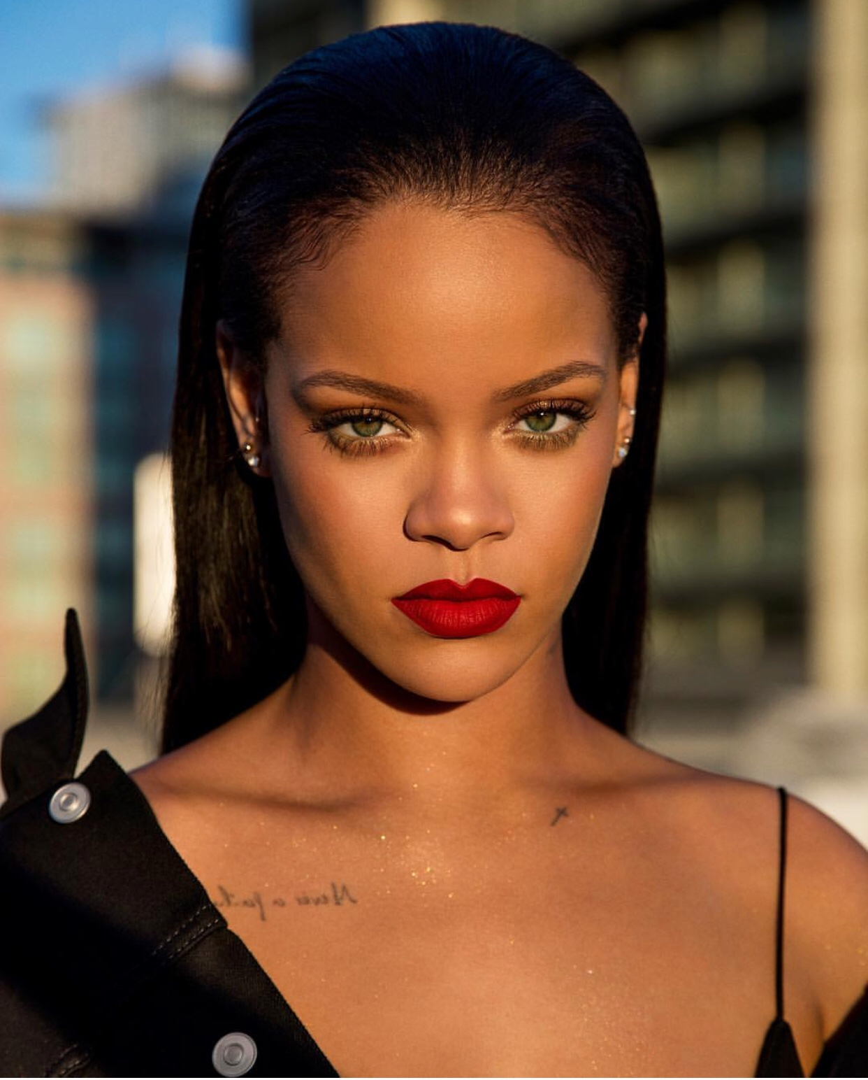 Rihanna Rejects NFL In Solidarity With Colin Kaepernick